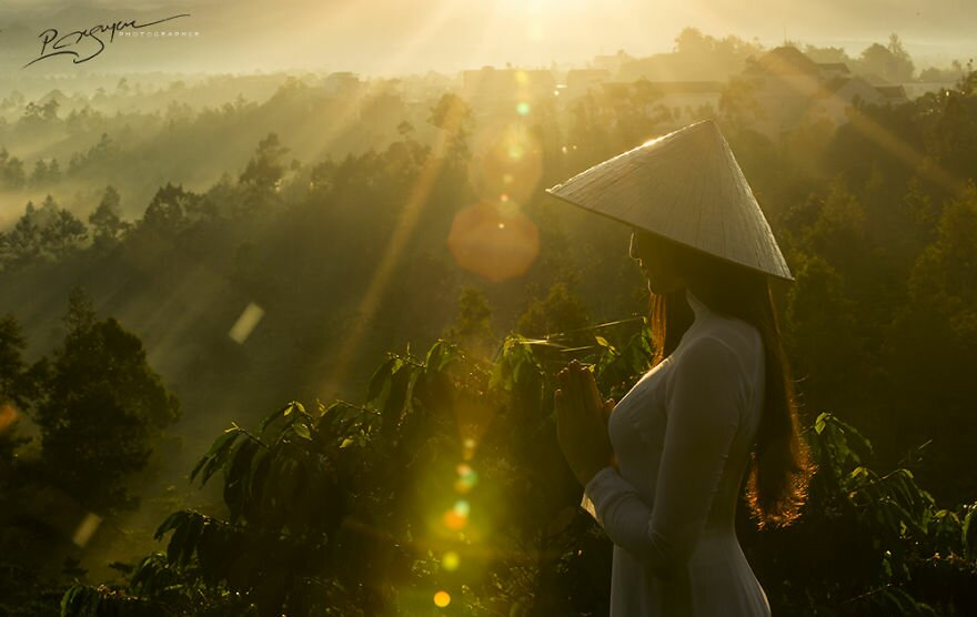 visions-of-vietnam-16-images-by-photographic-artist-nguyen-vu-phuoc-16__880.jpg